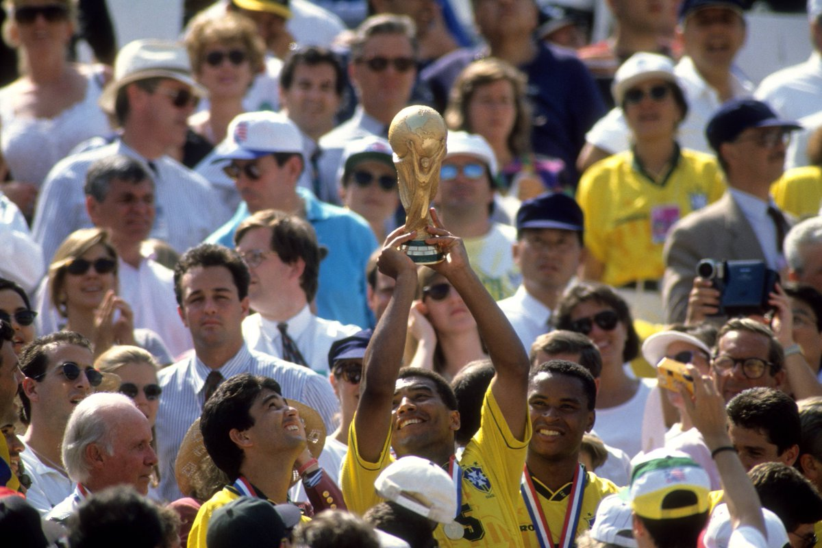 🏆 He was an integral member of the @CBF_Futebol team that lifted the 1994 #WorldCup   🥳 Happy birthday to Brazil & @RCDeportivo legend Mauro Silva!
