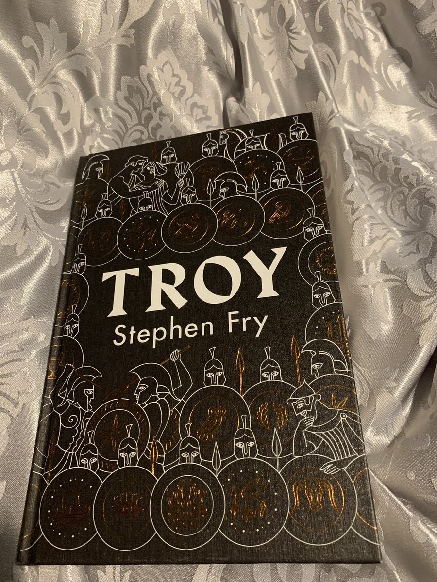 @stephenfry @EXCOPlatform Stephen during a time that I have massively struggled mentally I just want you to know your book has massively helped me get away from day to day life. It's amazing. ✌🏻 Sequel welcome.