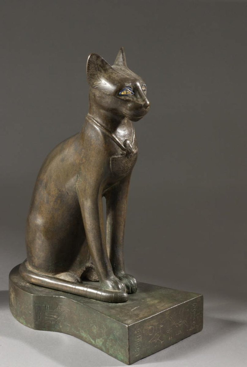 [#WorkOfTheDay] Admire the virtuosity of the saïte bronze-maker who has managed to give this cat the dignity of the goddess Bastet thanks to the use of pure lines and an extremely smooth finish. This divinity is the home protector ☛  #EgyptianAntiquities