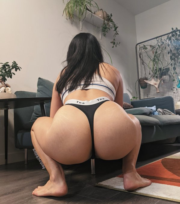 2 pic. RT if you want this booty😋 https://t.co/R2zaCDU4AO