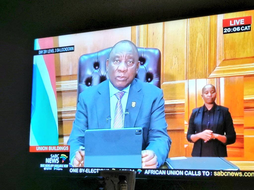 President Cyril #Ramaphosa begins address to the nation.  'We hope the new year will bring our people relief and comfort'  #SABCNEWS https://t.co/GOJz50KuZZ