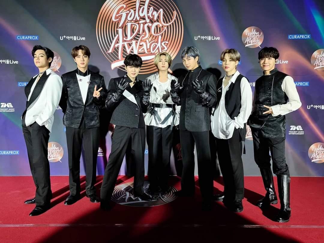 TWITTER Los 35th Golden Disc Awards! 🏆¡Desde el premio de fuente de sonido digital hasta el último del álbum , el premio de popularidad y el gran premio del álbum! ¡En 2021, me siento bien porque BTS y ARMY están juntos! 🤟🏻💜  #상탄소년단 #7방탄너무소중 #방탄골디음반대상 #BTS