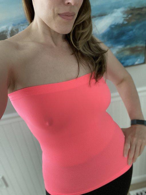 Hot pink gets me feeling like a naughty MILF https://t.co/UaQD1GBlnK
