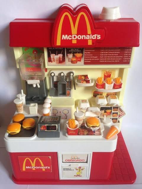 Tivesse que escolher um brinquedo favorito da infância, seria esse!  Nossa como eu brinquei com essa lojinha do @McDonalds_BR https://t.co/f9gbJw3mUI