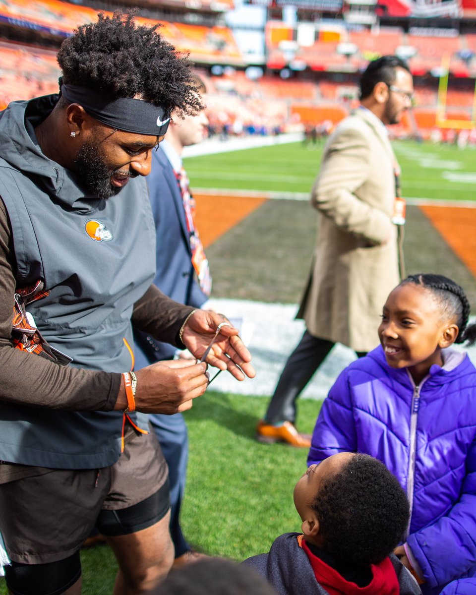 I promise to work hard and do what's right, to be a leader in this game of life. 👊🏽 Proud of promise keeper @God_Son80 on leading the browns to their playoff win. Congratulations and keep on going! 🎉 #WeAreFamily 🧡