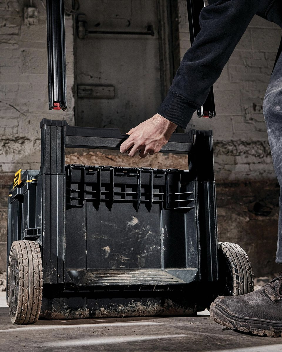 With a removable handle, the ToughSystem® 2.0 Rolling Toolbox easily goes into your truck so you can get to the next job.