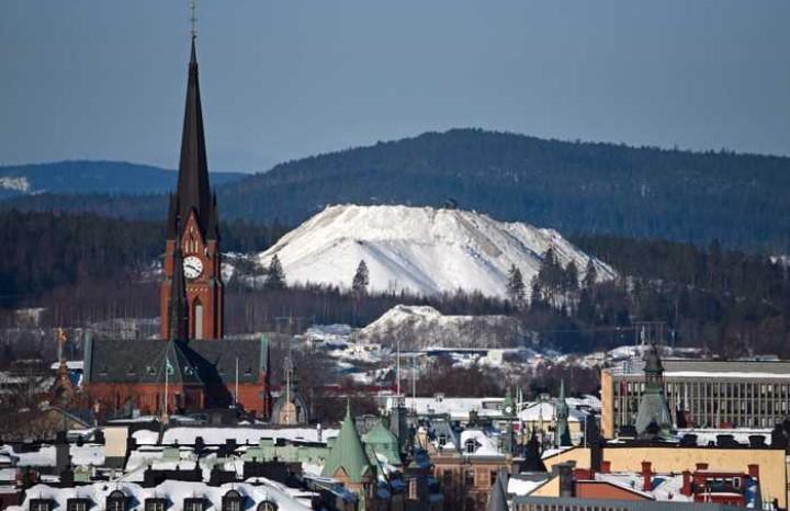 @oplatsen Örnsköldsvik har en pragmatisk symbios mellan företag, kommun och myndigheter. Inget kverulerande med tillstånd när @SEKABcom ställde upp med handsprit. Vintern 2017-2018 var det överjävligt med snö i Västernorrland. Jag har vinter-ptsd sedan dess. https://t.co/mNCMxpnHaQ