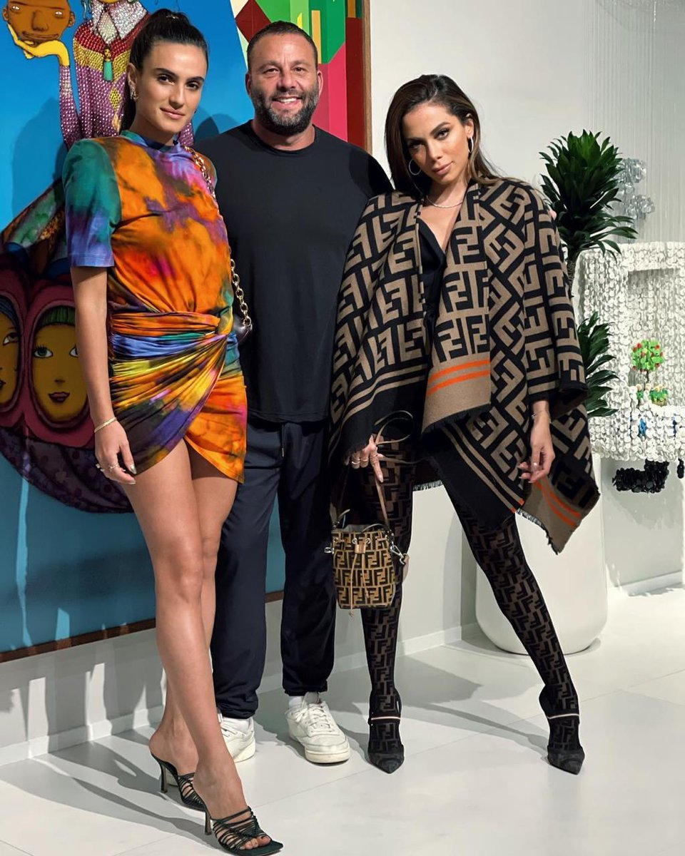 Replying to @Anitta: Mommy and Daddy hahahahha JK @davegrutman #Isabelagrutman my family