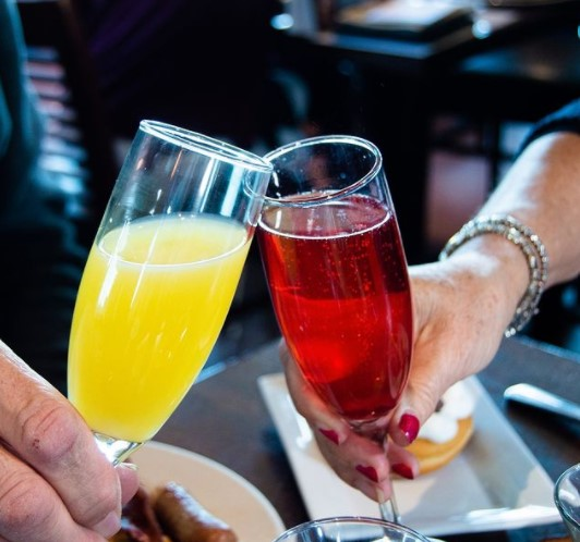 Cheers to Sunday Funday with brunch at @gcfb 🥂 #brunch #sundayvibes #lokc