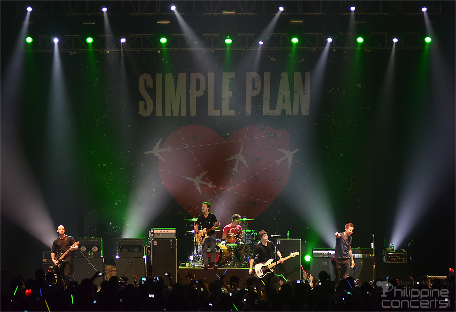 It's been 8 years since we last had @simpleplan here at the Big Dome! Any unforgettable experience from that night? 🤘🤩🤘  (Photo credits: Philippine Concerts) #ConcertAnniversary #SimplePlan #TheBigDome