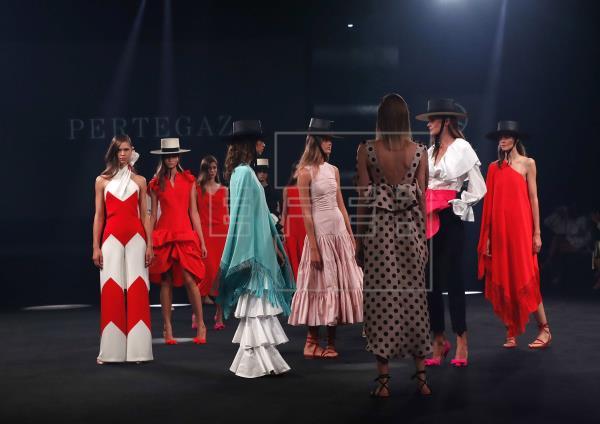 En este nuevo año los diseñadores apuestan por prendas que se inspiran en la vida campestre, de aire romántico y colores dulces https://t.co/QOtfKGljf4  #moda #style #slowfashion #Tendencias #FelizMartesATodos https://t.co/dGP7A3h7gQ