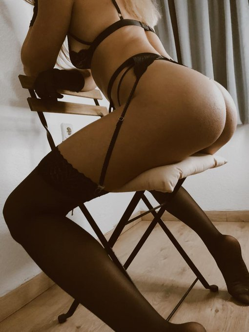 1 pic. Don't worry I won't tell you're wife, I'll be your naughty sexy secret. Just between you and me
