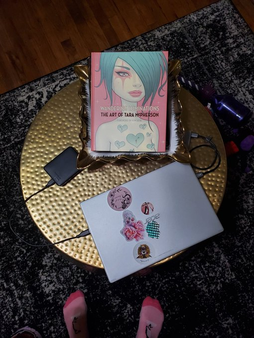 I love art books.  Thank you to the person that decided to wish me a happy new year with this gift. https://t