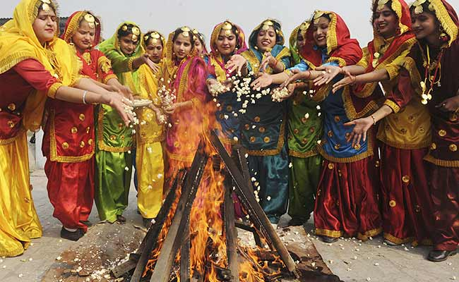 Happy Lohri 2021: Wishes, Images To Share For Punjab's Harvest Festival https://t.co/A0OxDYdtfF https://t.co/frlOerUXMy
