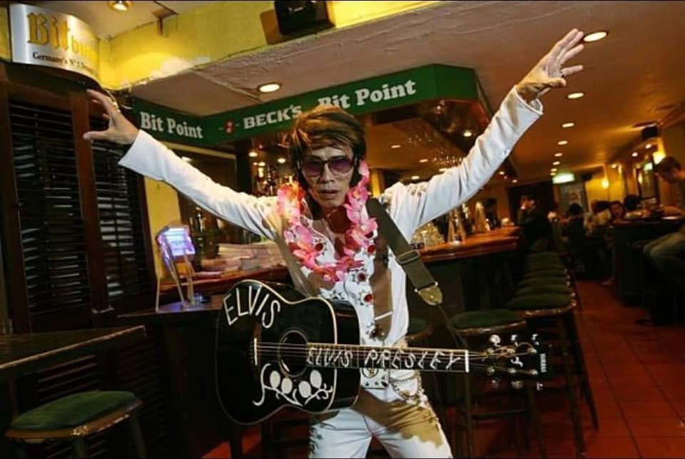 Lots of online chatter about Melvis the Elvis passing away from kidney failure on 29 Dec. The loss feels so personal. Melvis was Hong Kong's beloved King. He sang at my best friend's wedding. He made so many of my nights out at LKF so memorable.   Elvis has left the building. https://t.co/khO3qOmlWD