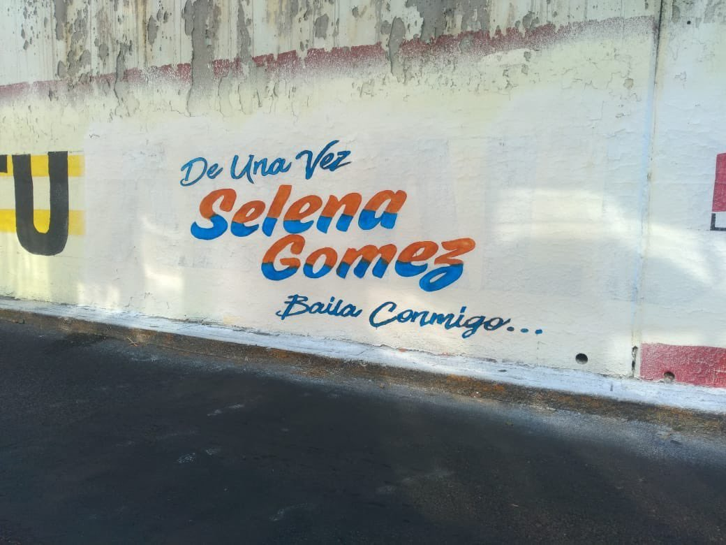 "Selena Gomez >> EP ""Revelación"" ErhWUZCXIAA7Vhj?format=jpg&name=medium"