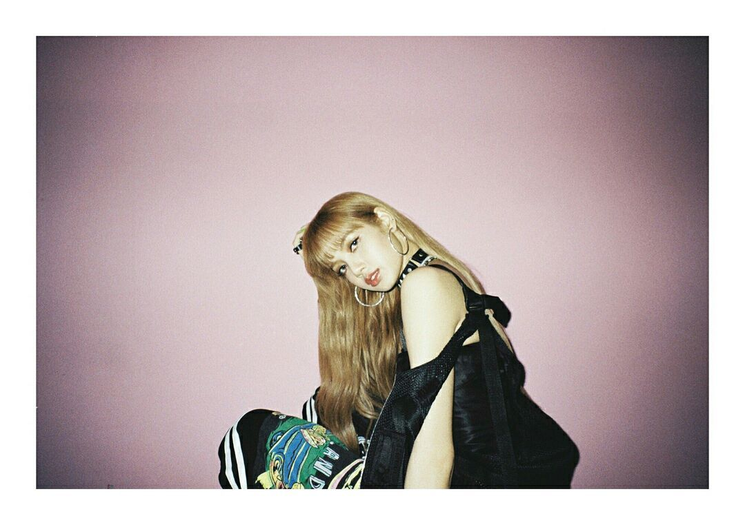 📢 Can we get 527 replies using 블랙핑크 리사 and #LISA #리사 ?   Leave nice comments for Lisa as your tweets show up on Naver if you use the tags!