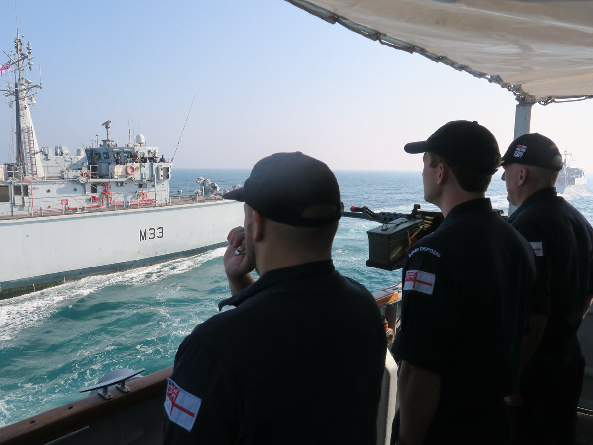 Up close and personal with @HMSBrocklesby! Shoreham and other MCMs welcomed @UKMCC_Bahrain and his team for a visit. The closer we work together as a team, the better we are at promoting regional stability and protecting civilian shipping in the region. #SmallShipsBigImpact