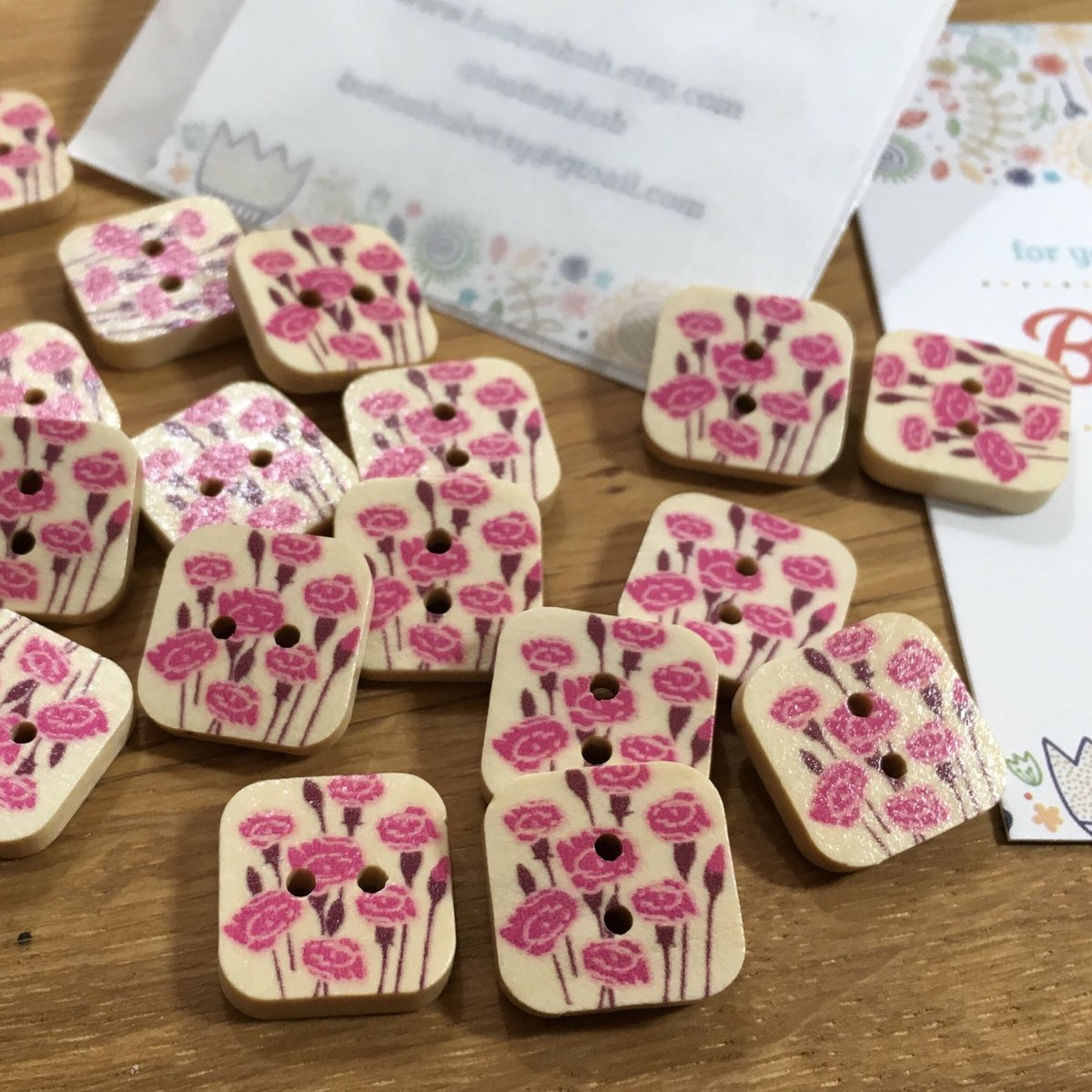 🌷Square Rose Patterned Wooden Buttons:Packs if 4 buttons #etsy #sewing #mothersday #garden #babyshower #buttons #knitting #crochet #babyknits #hairclips #etsyuk #shopsmall #tuesdaymotivation #rose #roses #floral #flowers #florist