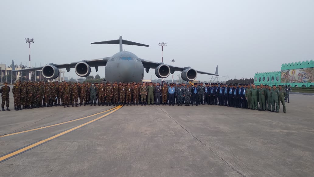 #Bangladesh Armed Forces boarding @IAF_MCC C-17 Globemaster to join #RepublicDay Parade 2021. First time ever to host 🇧🇩 contingent in our Parade. Together We Fought, Together We March, proud of 50 years of a friendship beyond strategic partnership.@MEAIndia @adgpi