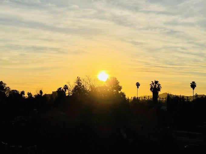 Behold, the golden sun. 😌 https://t.co/kdboJpDqOp