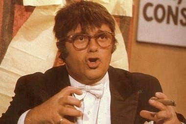 """📌 Hace 25 años moría Tato Bores, el """"actor cómico de la Nación""""   Por décadas sus famosos monólogos describieron con ironía la realidad política argentina, desde la óptica del arraigado sentido común dominante en la clase media local. https://t.co/YWIDsoDZJq https://t.co/ywZhyvXRbF"""