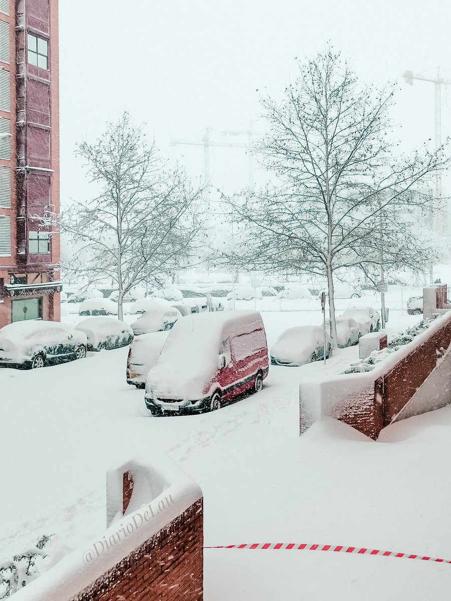 ☃️  ❄️  ___ #Madrid #MadridNevado #MadridBajoLaNieve #quedateencasa #Apocalipsis #nieve #Filomena #spain #espana #FelizmartesATodos #photooftheday #frozenlandscapes #frozen #FelizMartes #NevadaEnMadrid