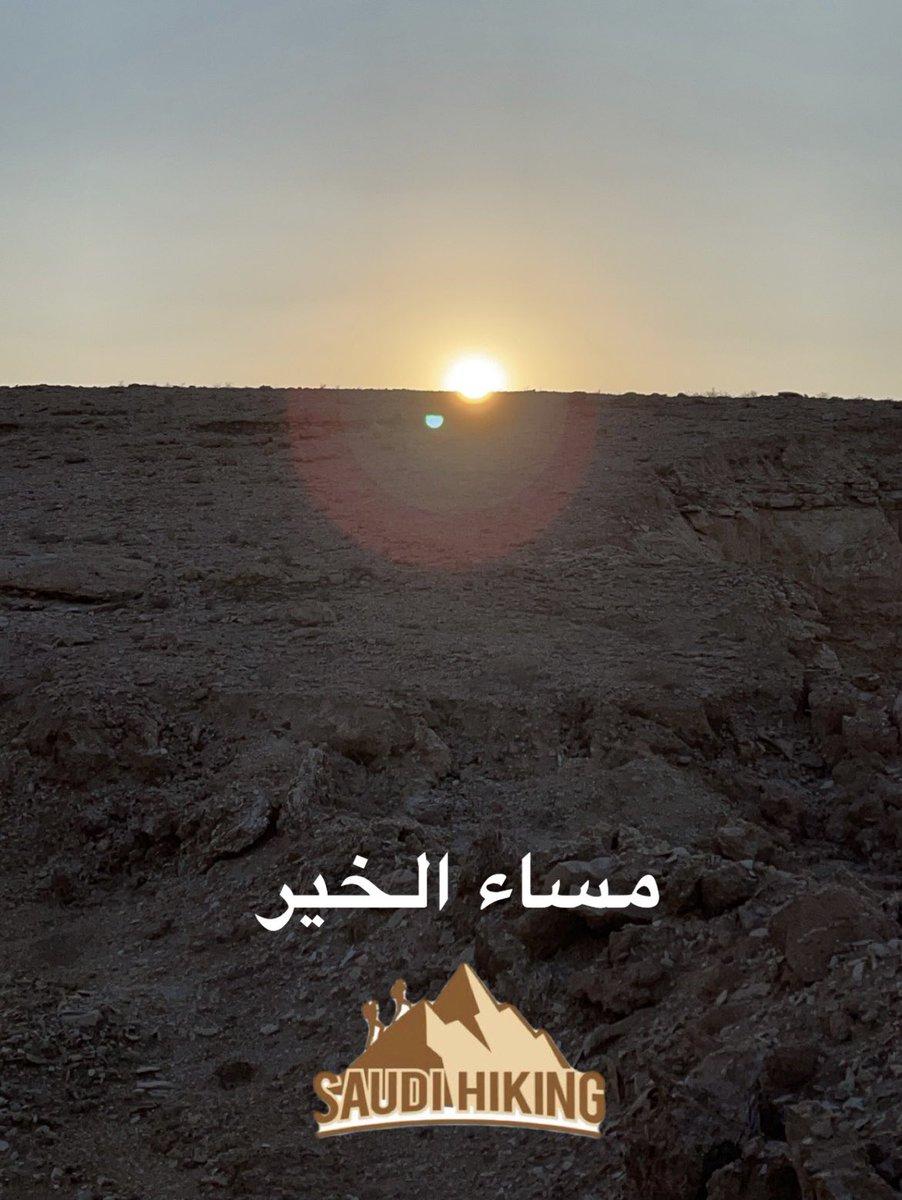 بعدستي وكأن الشمس جالسة على ارض #طويق وحوافها الشهيرة والمعروفة ب #نهاية_العالم او #حافة_العالم لقد اصبحت مطلب ل #السياحة_الداخلية و الخارجية #روح_السعودية