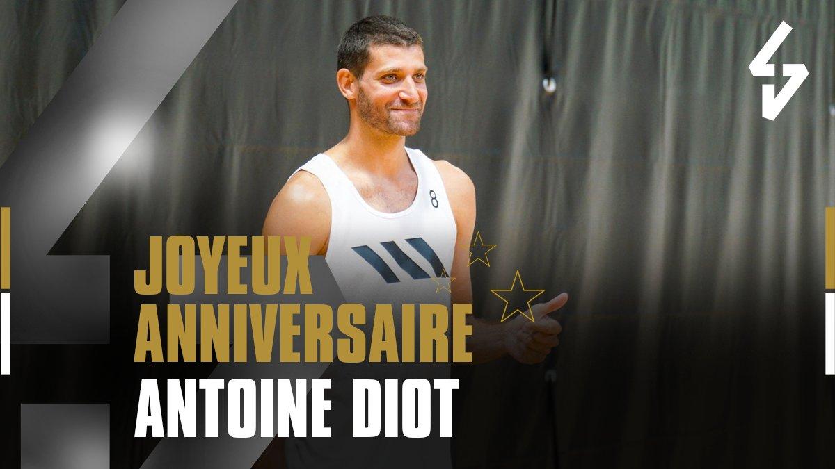 😉 Nous souhaitons un bel anniversaire et un bon match à @DiotAntoine ! 🎉  #LDLCASVEL https://t.co/Ov5yufopRG