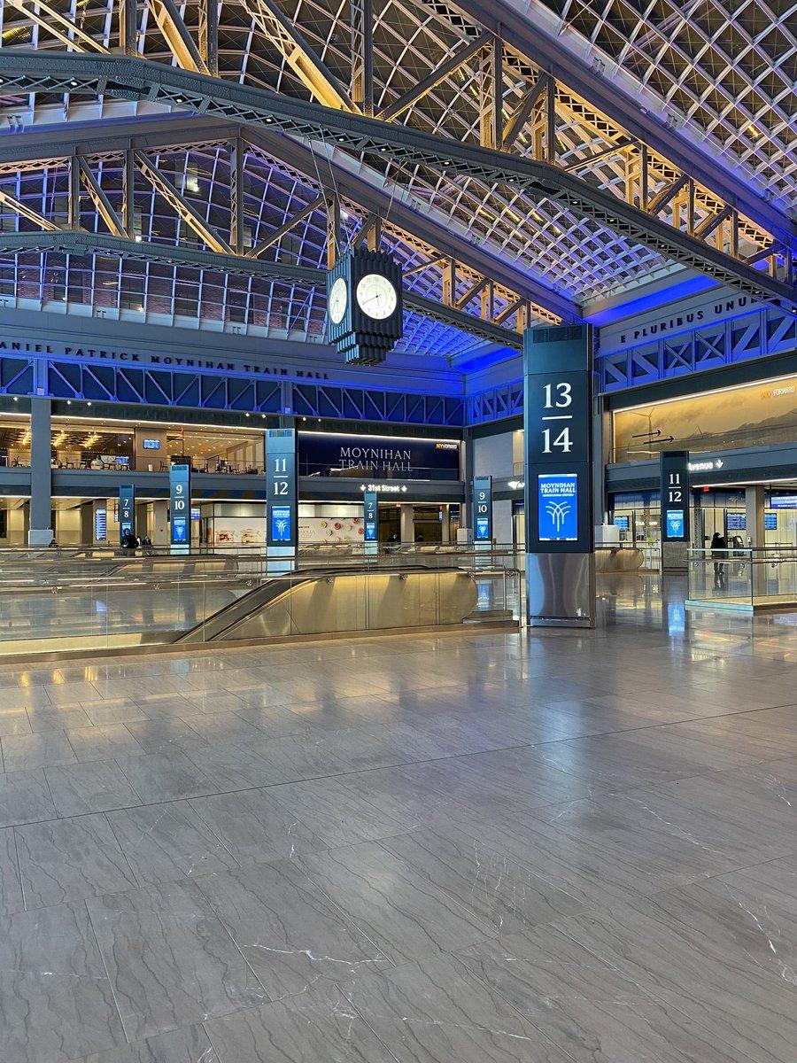 The new Moynihan Train Hall. 🚆  It's stunning! 🗽🇺🇸 #shotoniPhone #NYC #NewYorkCity #Manhattan @nycfeelings @nycgo @TimeOutNewYork @TIME @TwitterMoments @newyorklovenyc #MoynihanTrainHall #PennStation