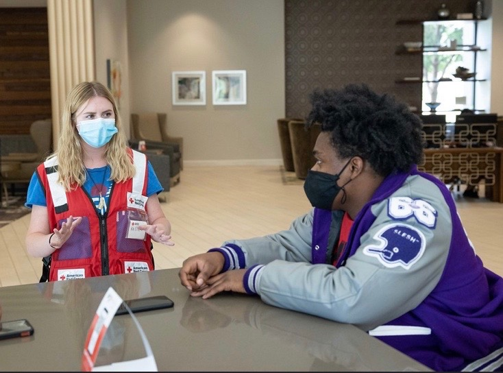 """""""One of the most rewarding parts of disaster relief is taking the opportunity to talk to the evacuees.""""  Volunteering your time can be a rewarding experience, just take it from @RedCrossUtah volunteer Kallie Bunnell. #ResolvetoVolunteer today at ."""
