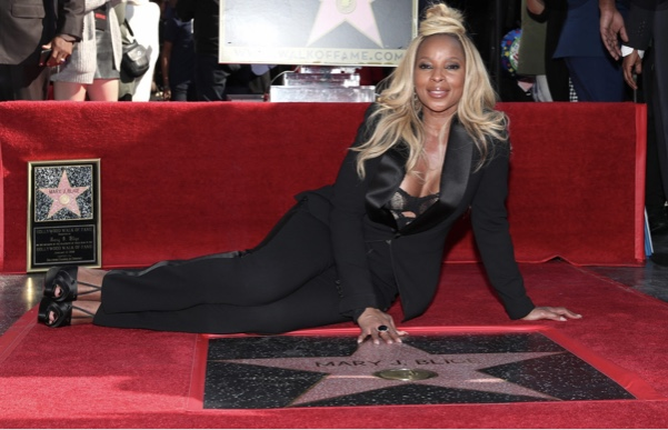 Happy 50th Birthday to Walk of Famer Mary J. Blige!  @maryjblige  #walkoffame #QueenofHipHop