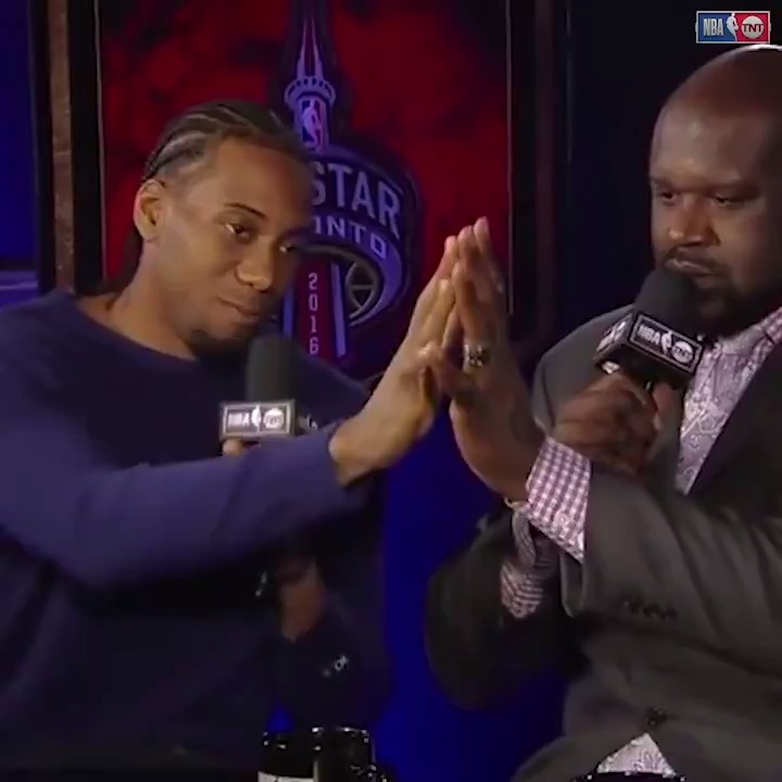 Never forget when Kawhi and @SHAQ compared hands 🤯 https://t.co/hIjqDjmHqX