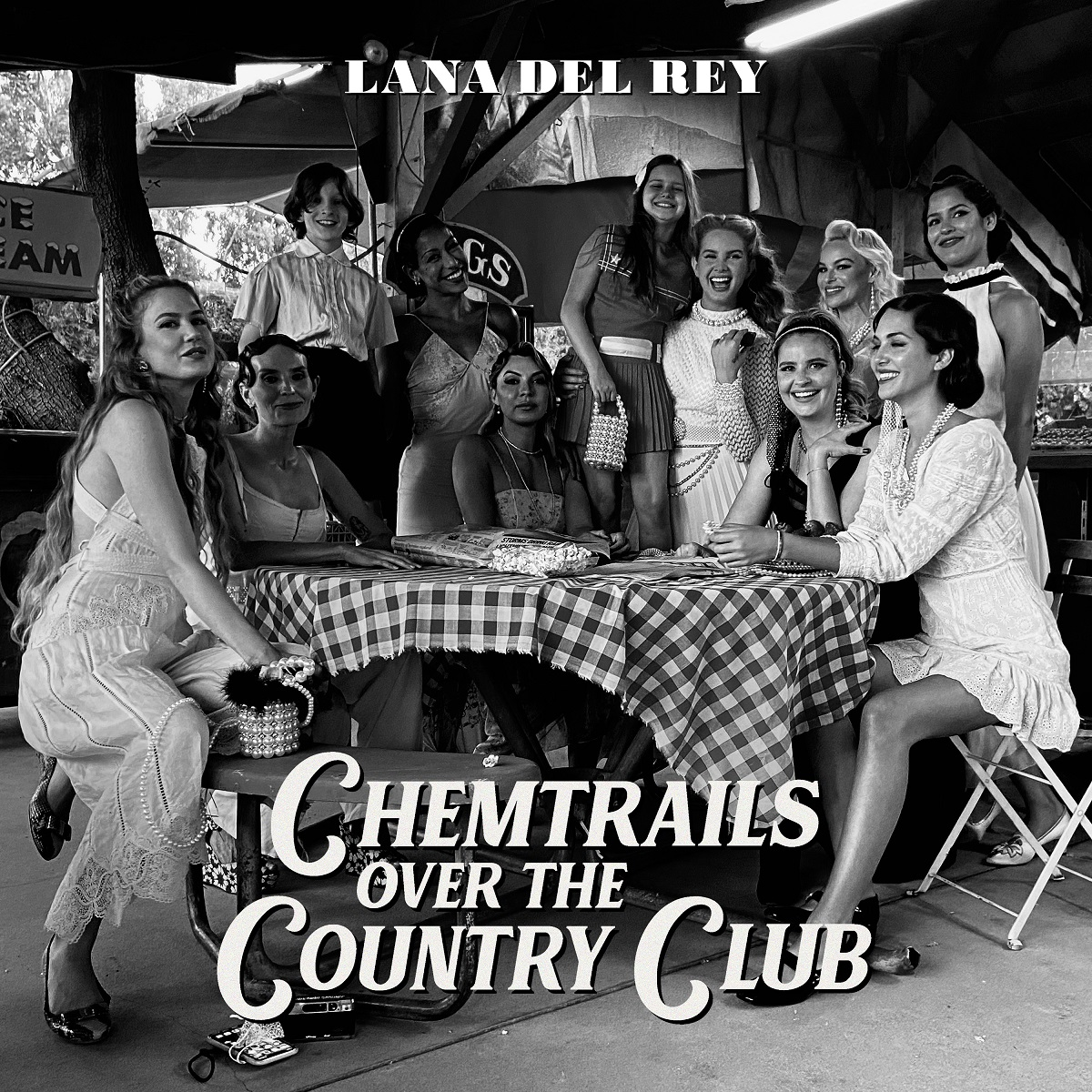 #NEWALBUMALERT @LanaDelRey CHEMTRAILS OVER THE COUNTRY CLUB is coming to record stores on 3/19  CD/CD Box Set/Cassette/Vinyl/Indie Yellow Vinyl   Pre-order at your favorite record store or find one here: