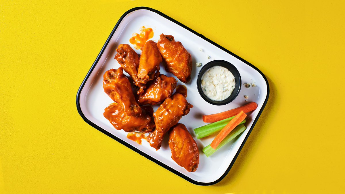 Who wants some wings? 🔥 Order your choose of Tangy Buffalo or Smoky BBQ Wiz Wings now at the link in our bio 🔗 or on your favorite delivery app‼️📱 @doordash @postmates @grubhub @ubereats  #hotboxbywiz #wizkhalifa #atlanta #miami #pittsburgh #dallas #houston #buffalo #dayton