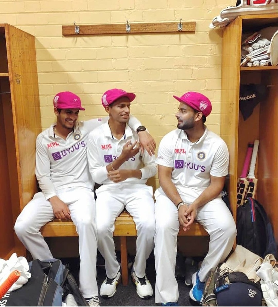 Shubman Gill, Navdeep Saini and Rishabh Pant clicked in the dressing room! 🇮🇳🇦🇺 #shubmangill #navdeepsaini #rishabhpant #indvsaus #india #australia #teamindia #indiancricketteam #sydney #scg #pinktest #testcricket #cricketuniverse #ipl2018 #ipl #cricketnews #ipl11