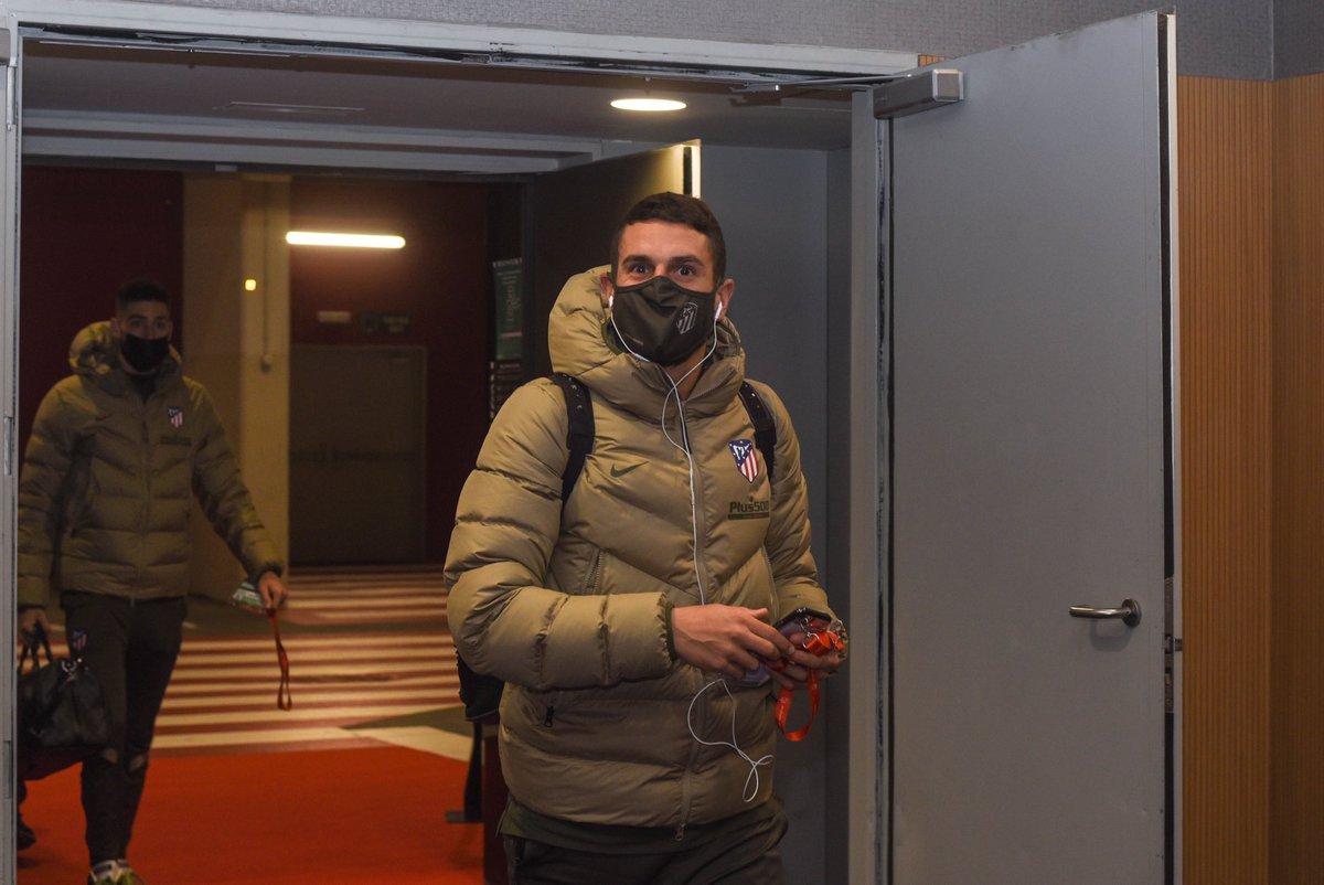 😊 ¡El @Atleti ya está aquí! ⌛ ¡Cuenta atrás para el #AtletiSevillaFC!  🔴⚪ #AúpaAtleti