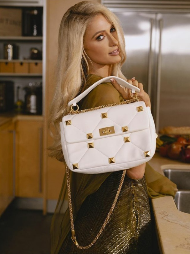The #ICONIC @ParisHilton stuns in full @MaisonValentino with her essential #bag the #ValentinoGaravani #RomanStud