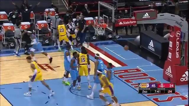 Replying to @NBA: 👀 Watch @KingJames!  📺: NBA TV