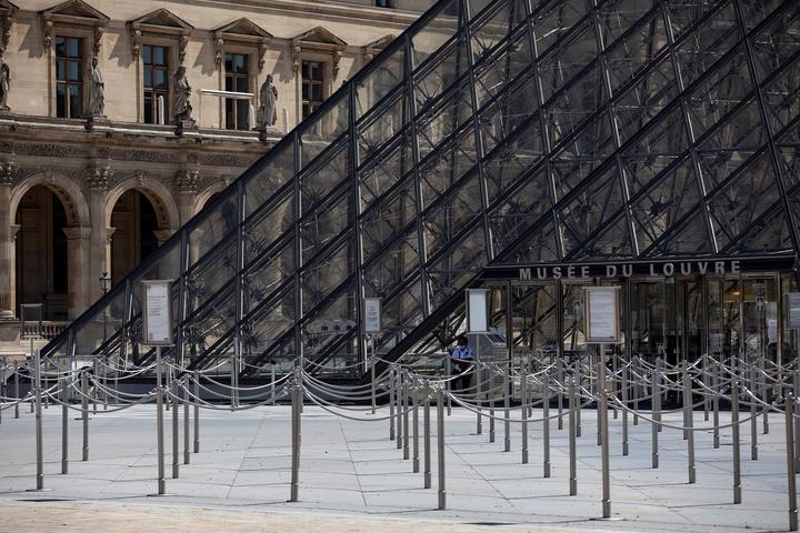 VIDÉO - Le Louvre comme vous ne l'avez jamais vu : dans les coulisses du musée confiné  cc @MuseeLouvre