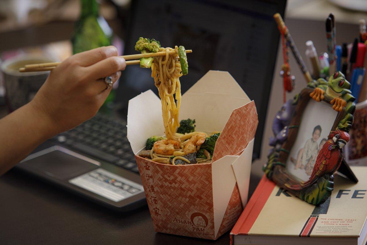 Ventajas del #HomeOffice: comer a la hora que tu quieras, lo que se te antoje desde la comodidad de tu casa.   Pide a través de WhatsApp, UberEats, Rappi o nuestra página web.