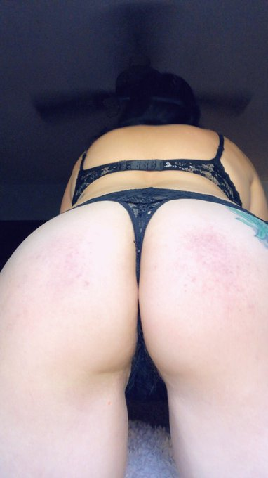 1 pic. My ass is so cute with bruises 💕 https://t.co/rGii9cGtin