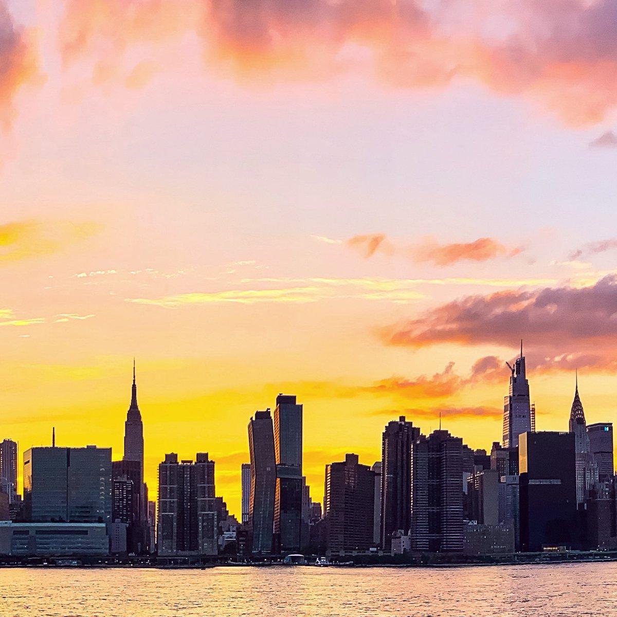 Find your spark. ⚡️ #shotoniPhone #Sunset #NYC 🗽 @EmpireStateBldg @nycfeelings @nycgo @nycfeelings @nycgov @TimeOutNewYork #Manhattan #NewYorkCity #NewYork #NewYork