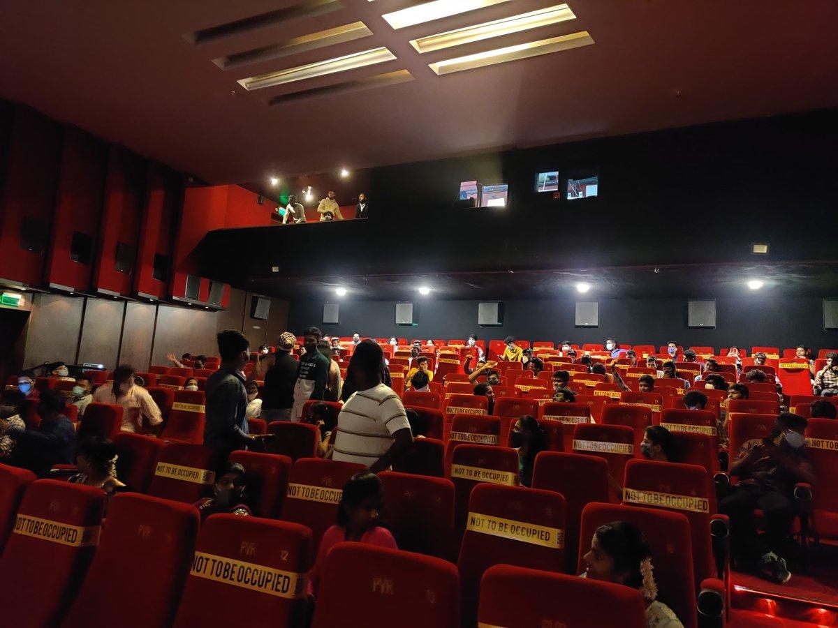 Superb turnout. Crowd can't wait to watch the film! Should be fun! #MasterPongal#Mass#ThalapathyVijay#Celebration#CinemasAreBack#Master#ThalapathyVsSethupathi@XBFilmCreators@actorvijay@VijaySethuOffl@Dir_Lokesh@anirudhofficial@MalavikaM_@imKBRshanthnu@iam_arjundas