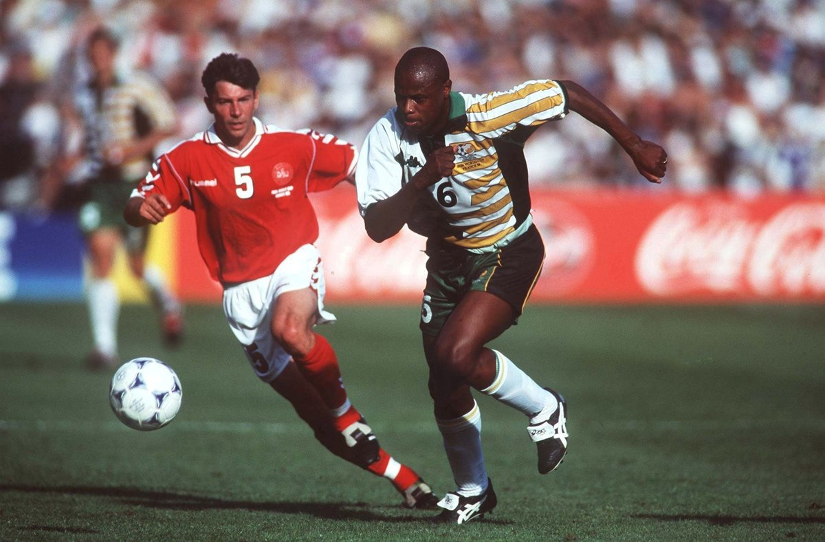 🇿🇦 Phil Masinga played for @LUFC in the @premierleague, helped @BafanaBafana win the @CAF_Online AFCON in 1996 and scored the goal that qualified them for their 1st #WorldCup   😢 2 years ago today 'Chippa' tragically passed away, aged 49, but he will never be forgotten