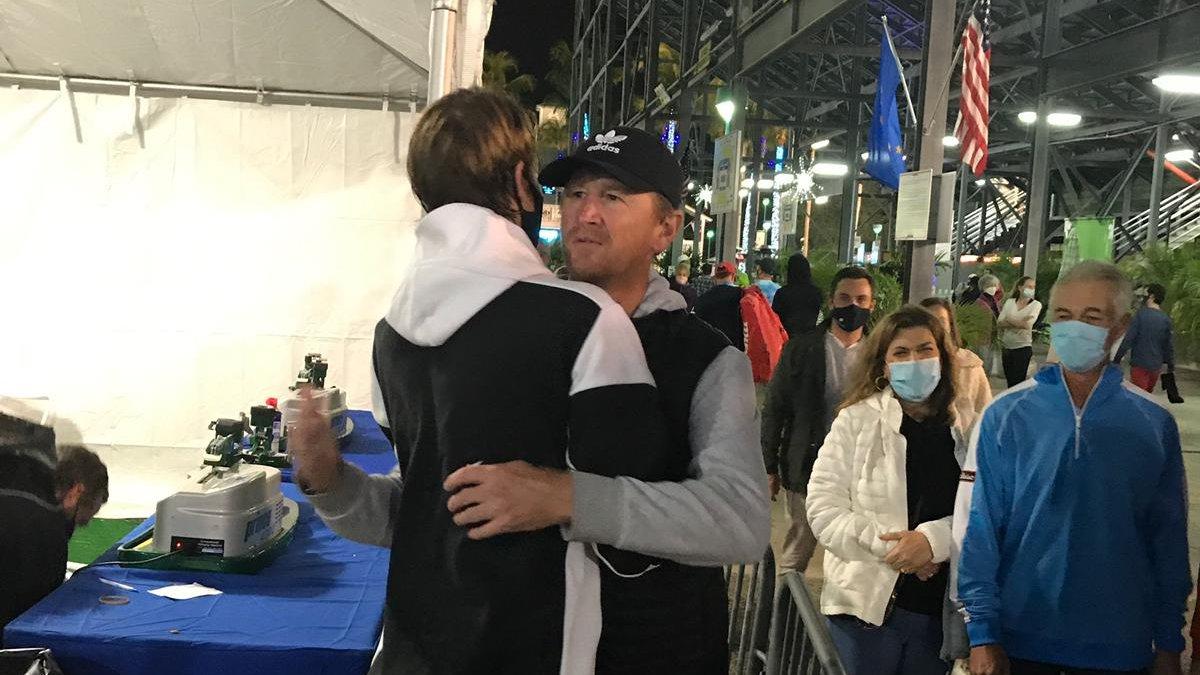 A hug from dad 🤗  @SebiKorda #DBOpen https://t.co/FXzoZpIvii