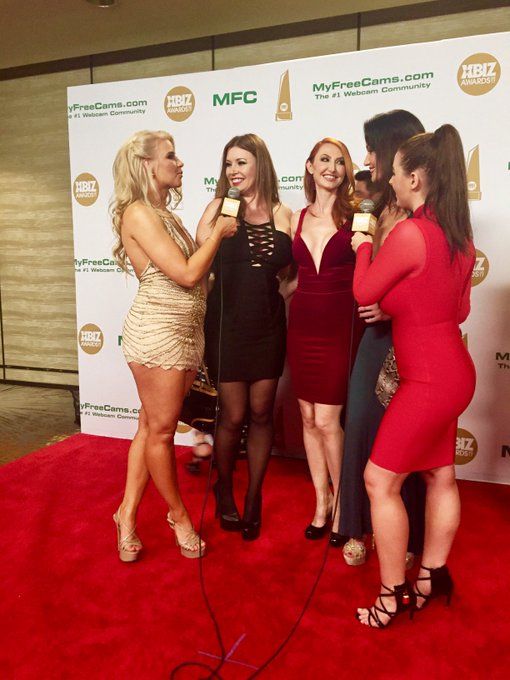 Look 👀 what just popped up in my memories. In 2017 on the red carpet at @XBIZAwards getting interviewed