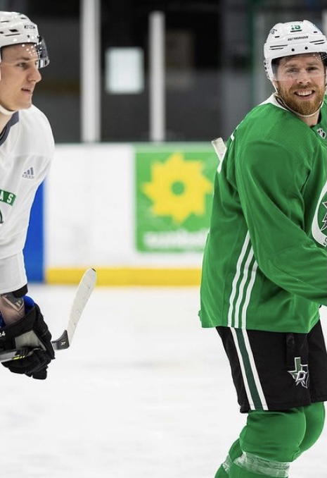 We are pretty certain the player on the left is Roope Hintz. Why does this matter? He's using an Alpha DX stick, and that isn't a stick we saw him use at all last season.   📸: @DallasStars   #GoStars