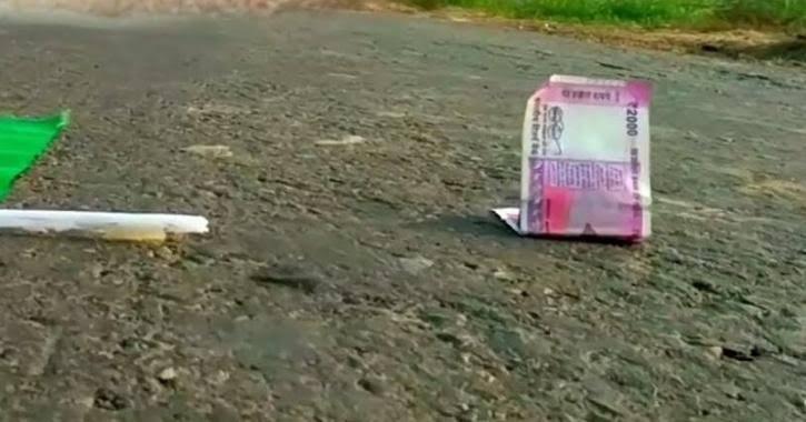 @RahulGandhi जब पैसे खुद, कई बार सड़को पे आ जाते हैं, फिर औरों का क्या कहना..)✍🙏