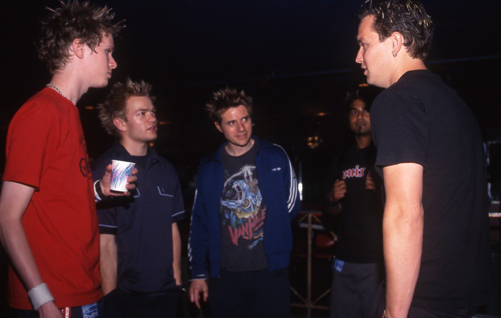 Baby Mark holding court with @Sum41